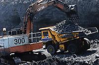 INDIA Dhanbad, open-cast coal mining of BCCL Ltd a company of COAL INDIA / INDIEN Dhanbad , offener Kohle Tagebau von BCCL Ltd. ein Tochterunternehmen von Coal India