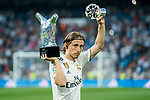 Luka Modric of Real Madrid holds the UEFA Men's Player of the Year 2017/18 trophy and the UEFA Midfielder of the Season 2017/18 award prior to the La Liga 2018-19 match between Real Madrid and CD Leganes at Estadio Santiago Bernabeu on September 01 2018 in Madrid, Spain. Photo by Diego Souto / Power Sport Images