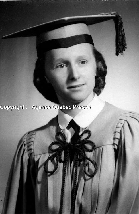 gradue de 17-18 ans, en 1952<br /> (Model released)<br /> <br /> <br /> PHOTO : <br />  - Agence Quebec Presse