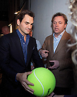11-02-13, Tennis, Rotterdam, ABNAMROWTT, Signing Roger Federer and Ernst Broekhorst