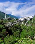 CHE, Schweiz, Tessin, Centovalli-Bahn: hier bei Intragna im Val di Centovalli | CHE, Switzerland, Ticino, Centovalli-Train passing Intragna at Val di Centovalli