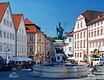 DEU, Deutschland, Bayern, Naturpark Altmuehltal, Eichstaett: Marktplatz mit Willibaldsbrunnen | DEU, Germany, Bavaria, Natural Park Altmuehltal, Eichstaett: market square with Willibald fountain