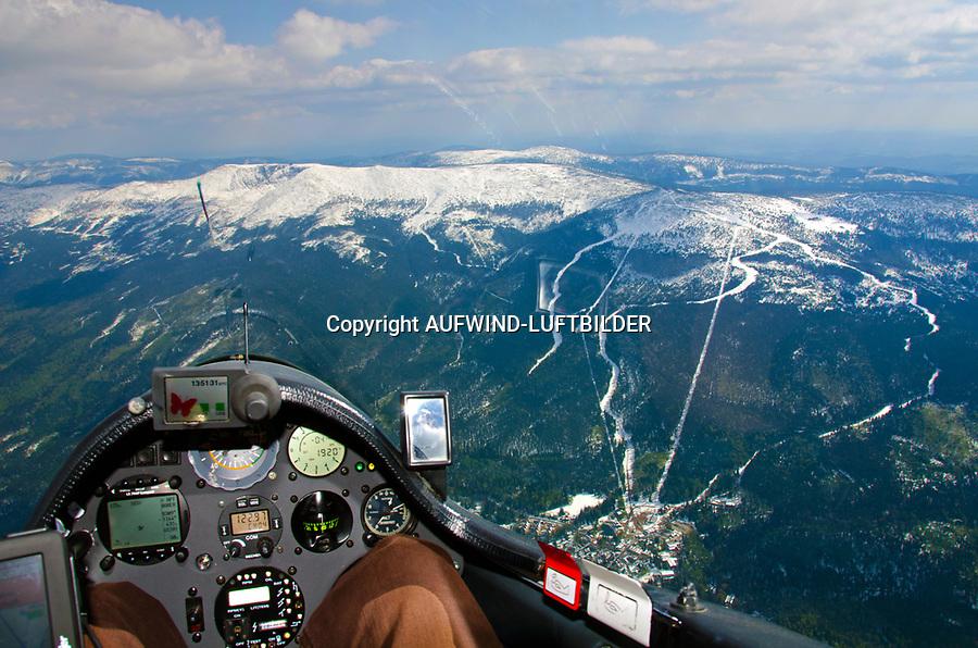Schneekoppe: POLEN, 05.05.2011: Flug mit dem Segelflugzeug von Hamburg zur Schneekoppe.