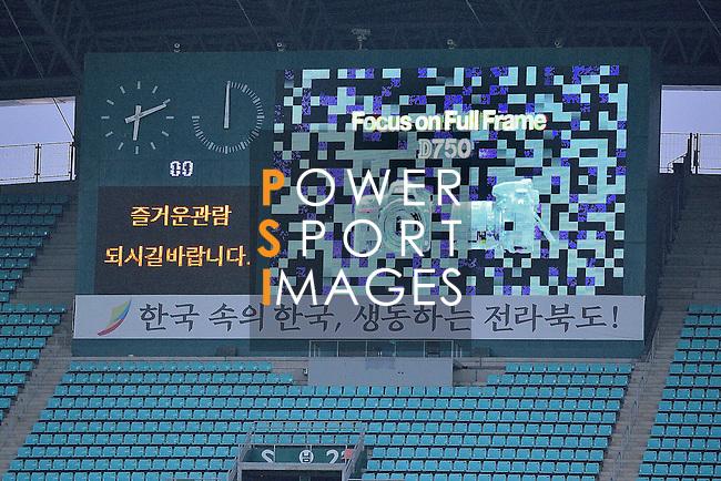 Jeonbuk Hyundai Motors (KOR) vs FC Seoul (KOR) during their AFC Champions League Semi Final match on Wednesday, 28 September  2016, held at  Jeonju World Cup Stadium in Jeonju, South Korea. Photo by Marcio Machado / Power Sport Images