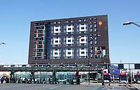 Nederland  Nijmegen  - September 2020.  Stationsgebied. Doornroosje Nijmegen. Multifunctioneel gebouw. Popzaal. SSH & Hier Wonen Studenten. Het gebouw is een ontwerp van AGS Architects International.    Foto : ANP/ Hollandse Hoogte / Berlinda van Dam