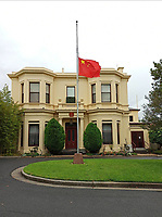 200404 -- MELBOURNE, April 4, 2020 Xinhua -- A Chinese national flag flies at half-mast to mourn for martyrs who died in the fight against the novel coronavirus disease COVID-19 outbreak and compatriots who died of the disease at the Consulate-General of the People s Republic of China in Melbourne, Australia, April 4, 2020. <br /> Photo Imago/Panoramic/Insidefoto