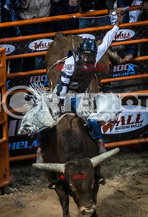 Competición de Rodeo, Espuelas Extremas en (Centro de Usos Multiples)  3MAR2018 (Foto:Luis Gutierrez NortePhoto.com).<br /> <br /> <br /> pclaves: BullRider, Rodeo, jineteo de Toro, toros, bull, bull rider, jinete, vaquero, cowboy