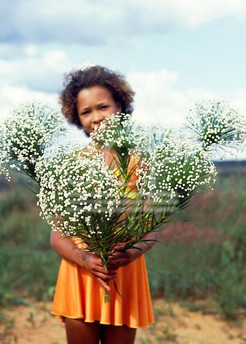 Brazil. Woman holding bunches of sempreviva cerrados flowers (Paepalanthus sp., eriocaulaceae).