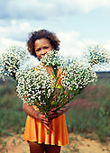 Brazil. Woman holding bunches of sempreviva cerrados flowers (Paepalanthus sp., eriocaulaceae).