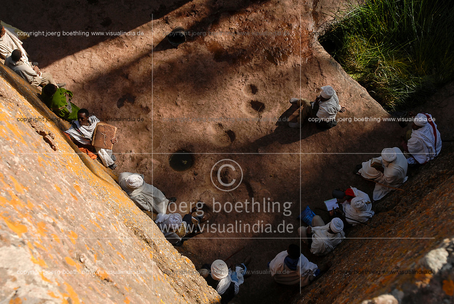 ETHIOPIA Lalibela , monolith rock hewn churches built by King Lalibela 800 years ago, sunday mass at St. Georg church, Bet Giyorgis, a UNESCO world heritage / AETHIOPIEN Lalibela oder Roha, Koenig LALIBELA liess die monolithischen Felsenkirchen vor ueber 800 Jahren in die Basaltlava auf 2600 Meter Hoehe hauen und baute ein zweites Jerusalem nach , Gottesdienst an der Georgskirche, Bet Giyorgis