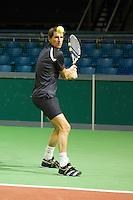 06-02-11, Tennis, Netherlands, Rotterdam, ABNAMROWTT 2011, Micha Zwerev deelt handtekening uit06-02-11, Tennis, Netherlands, Rotterdam, ABNAMROWTT 2011, Paul Haarhuis