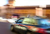 Volante dei Carabinieri all'inseguimento. Car of the policemen while chasing..