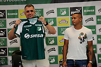 CALI - COLOMBIA, 10-07-2018: Macnelly Torres durante su presentación como nuevo jugador del Deportivo Cali que es uno de los refuerzos para enfrentar  la Liga Águila II 2018. la presentación la hizo Juan Fernando Mejia, presidente del Deportivo Cali / Macnelly Torres during his presentation as new player of Deportivo Cali is one of the reinforcements to face the Liga Águila II 2018. The presentation was made by Juan Fernando Mejia CEO of Deportivo Cali. Photo: VizzorImage/ Nelson Rios / Cont
