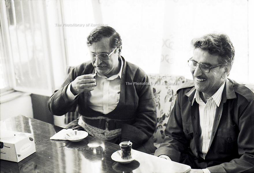 Irak 1991 Dejeuner de Jalal Talabani et Sami Abdul Rahman a Shaklawa  Iraq 1991 In Shaklawa, lunch with Jalal Talabani and Sami Abdul Rahman