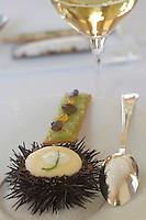 Europe/France/Aquitaine/Gironde/Saint-Emilion: Brouillade d'Oursin breton recette de Phillipe Etchebest chef du restaurant de l Hostellerie de Plaisance