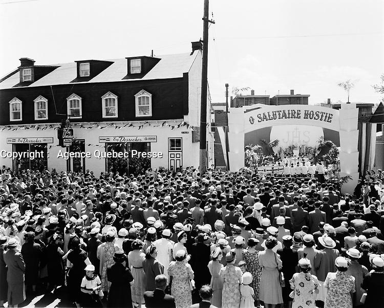 Procession de la Fete-Dieu,15 Juin 1952, Quebec<br /> <br /> PHOTO : Agence Quebec Presse
