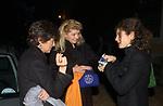 """CINZIA TORLONIA CON MARGHERITA AGNELLI E GINEVRA ELKANN<br /> VERNISSAGE """" A RIVEDERCI ROMA"""" DI PRISCILLA RATTAZZI<br /> GALLERIA MONCADA ROMA 2004"""