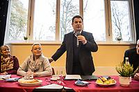 """Bundesarbeitsminister Hubertus Heil (SPD) und die Bochumer Reinigungskraft Susanne Holtkotte besuchten am Mittwoch den 20. November 2019 das Mehrgenerationenhaus """"Kreativhaus e.V."""" in Berlin-Mitte.<br /> Sie wollten mit den Rentnerinnen und Rentnern ueber das Thema Grundrente sprechen.<br /> Heil und Holtkotte hatten im Mai fuer einen Tag die Jobs getauscht, um einen Einblick in das Arbeitsleben des jeweils Anderen zu bekommen.<br /> Im Bild vlnr.: Angela Gaertner, """"Kreativhaus e.V.""""; Susanne Holtkotte; Hubertus Heil; Ulrich Krueger, """"Kreativhaus e.V."""".<br /> 20.11.2019, Berlin<br /> Copyright: Christian-Ditsch.de<br /> [Inhaltsveraendernde Manipulation des Fotos nur nach ausdruecklicher Genehmigung des Fotografen. Vereinbarungen ueber Abtretung von Persoenlichkeitsrechten/Model Release der abgebildeten Person/Personen liegen nicht vor. NO MODEL RELEASE! Nur fuer Redaktionelle Zwecke. Don't publish without copyright Christian-Ditsch.de, Veroeffentlichung nur mit Fotografennennung, sowie gegen Honorar, MwSt. und Beleg. Konto: I N G - D i B a, IBAN DE58500105175400192269, BIC INGDDEFFXXX, Kontakt: post@christian-ditsch.de<br /> Bei der Bearbeitung der Dateiinformationen darf die Urheberkennzeichnung in den EXIF- und  IPTC-Daten nicht entfernt werden, diese sind in digitalen Medien nach §95c UrhG rechtlich geschuetzt. Der Urhebervermerk wird gemaess §13 UrhG verlangt.]"""