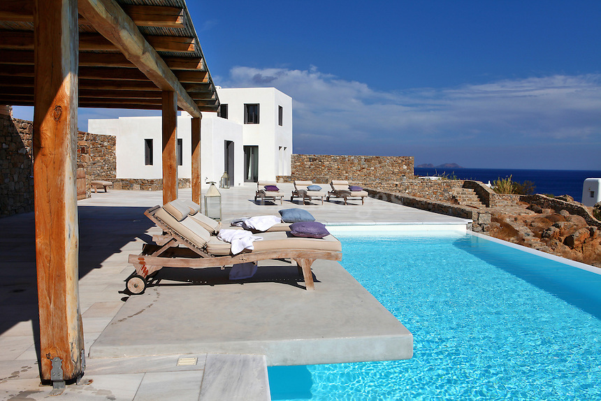 luxury swimmining pool with sea view