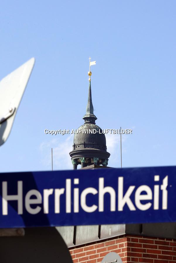 """Michel und Hamburger Strassenschild """"Herrlichkeit""""l: EUROPA, DEUTSCHLAND, HAMBURG, (EUROPE, GERMANY), 21.04.2013:  Michel und Hamburger Strassenschild """"Herrlichkeit"""""""