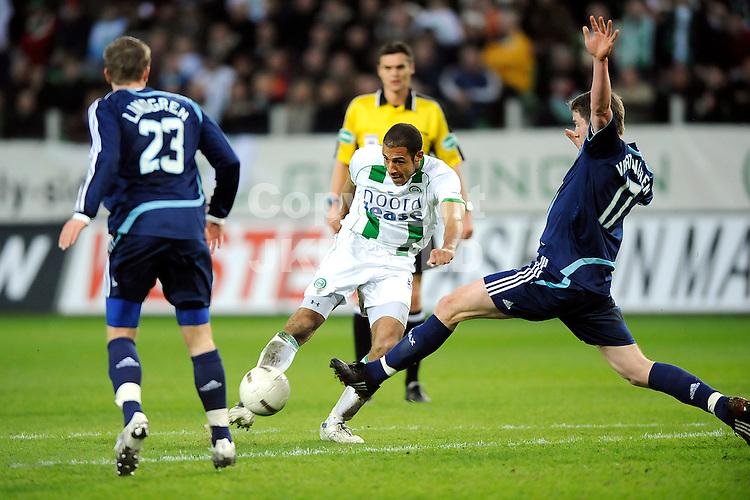 voetbal fc groningen - ajax erediivisie seizoen 2007-2008 16-04-2008  .berry powel schiet tegen jan vertonghen.fotograaf Jan Kanning