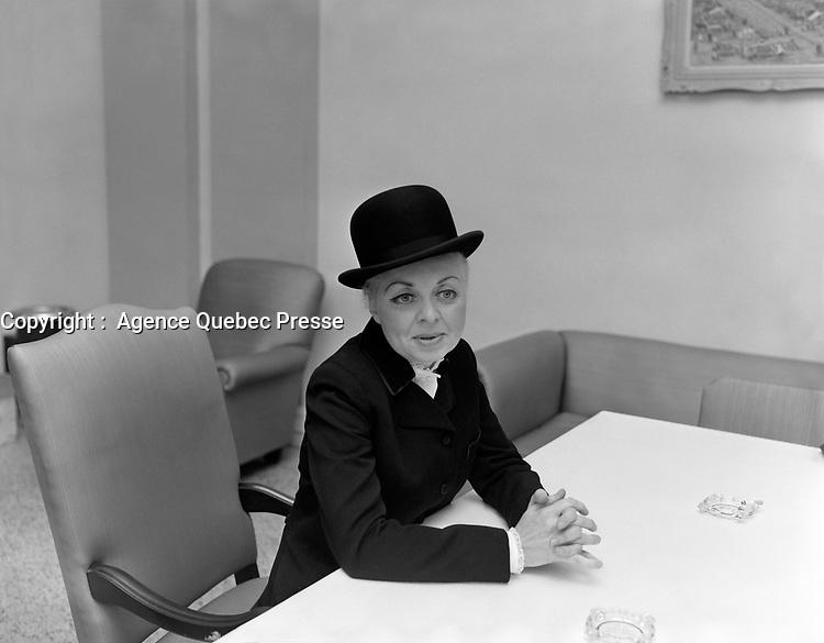 La chanteuse Muriel Millard<br /> , Entre le 6 et le 12 novembre 1967<br /> <br /> PHOTO :  Agence Quebec Presse -  Photo Moderne