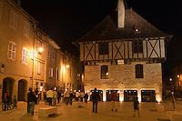 Europe/Europe/France/Midi-Pyrénées/46/Lot/Saint-Céré: Visite nocturne de la ville au flambeau la place du Mercadial et la Maison des Consuls
