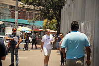 SÃO PAULO-SP-30.11.2014-FUVEST - Chegou atrasado e não entrou no vestibular Fuvest.Universidade Uninove.Região oeste da cidade de São Paulo na manhã desse domingo,30.(Foto:Kevin David/Brazil Photo Press)