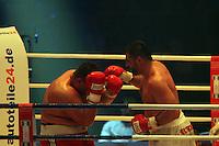 Liridon Memishi (rot) gegen Adnan Redzovic (weiss)