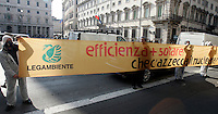 Protesta contro la moratoria sul nucleare annunciata dal governo, e a sostegno dei referendum del 12 giugno, davanti a Palazzo Chigi, Roma, 23 marzo 2011..Antinuclear activists protest against the Italian government moratorium on nuclear power and to support the anti-nuclear referendum scheduled on june, in front of Chigi palace, Rome, 23 march 2011. .UPDATE IMAGES PRESS/Riccardo De Luca