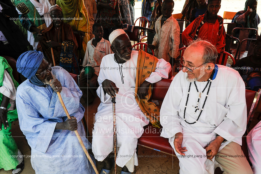 BURKINA FASO Dori, dialogue Christianity and Islam, appointment of new Imam of Grand Mosque, greeting of guests from the catholic church / BURKINA FASO Dori, Dialog Christentum und Islam, Ernennung eines neuen Imam der grossen Moschee, Gaeste Pater Joseph Clochard, pere blanc