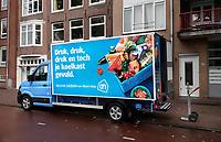 Nederland - Amsterdam- 2020.   Oostenburgergracht. Albert Heijn wagen in de binnenstad.   Foto ANP / HH / Berlinda van Dam