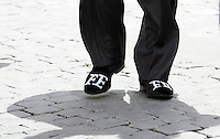 Le scarpe del team manager della Renault Formula Uno Flavio Briatore mostrano le iniziali del suo nome e di quello della modella Elisabetta Gregoraci, poco prima della cerimonia nuziale alla Chiesa di Santo Spirito in Sassia, Roma, 14 giugno 2008..Renault F1 Flavio Briatore' and top model Elisabetta Gregoraci's initial letters are seen on Briatore's shoes as he walks outside St. Spirito in Sassia's church in Rome, 14 june 2008, before their wedding ceremony..UPDATE IMAGES PRESS/Riccardo De Luca