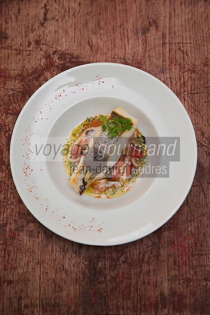 Europe/France/Aquitaine/64/Pyrénées-Atlantiques/Béarn/Pau: Lieu jaune de Saint-Jean-de-Luz et sa poêlée d'encornets recette du  Restaurant: Les Papilles insolites-