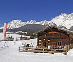 Austria, Tyrol, near Going, Koasastadl hut and Wilder Kaiser mountains | Oesterreich, Tirol, Kaiserwinkl, bei Going, Koasastadl Huette vorm Wilden Kaiser