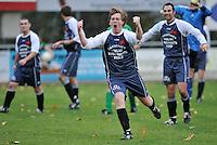 GD Ingooigem - NS Heule : vreugde bij Soren Decraeye en zijn ploegmaats van Ingooigem na de winst tegen Heule.foto VDB / BART VANDENBROUCKE