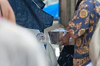RECIFE, PE, 2.03.2019: OCUPAÇÃO-RECIFE - Movimentos sociais deflagraram uma ocupação no Cais José Estelita, no Centro do Recife, contra a demolição de armazéns do local. A mobilização é realizada pelo Movimento Ocupe Estelita, formado por diversas entidades da sociedade civil contra a implantação do Projeto Novo Recife, que prevê a instalação de torres residenciais e comerciais de até 38 andares em frente à Bacia do Pina e é alvo de polêmicas desde 2012. Na manhã desta terça-feira (26) houve protesto e entrega de doações na ocupação. (Foto: Bruno Lafaiete/Código19)