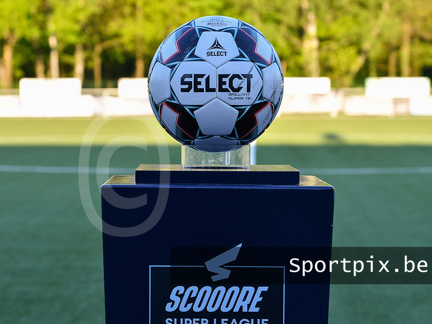Match ball pictured before a female soccer game between  Racing Genk Ladies and White Star Woluwe on the 8 th matchday of play off 2 in the 2020 - 2021 season of Belgian Scooore Womens Super League , tuesday 18 th of May 2021  in Genk , Belgium . PHOTO SPORTPIX.BE | SPP | JILL DELSAUX