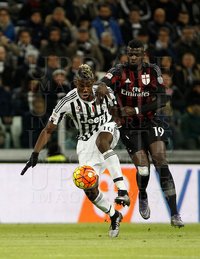 Calcio, Serie A: Juventus vs Milan. Torino, Juventus Stadium, 21 novembre 2015. <br /> Juventus' Paul Pogba, left, is challenged by AC Milan's M'Baye Niang during the Italian Serie A football match between Juventus and AC Milan at Turin's Juventus stadium, 21 November 2015. Juventus won 1-0.<br /> UPDATE IMAGES PRESS/Isabella Bonotto