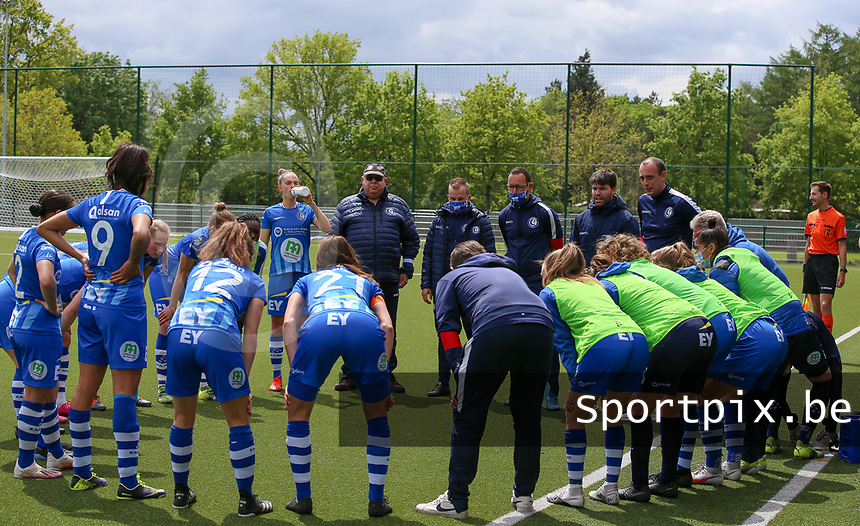 Gent players in the  huddle before a female soccer game between Oud Heverlee Leuven and AA Gent Ladies on the 9 th matchday of play off 1 in the 2020 - 2021 season of Belgian Womens Super League , saturday 22 nd of May 2021  in Heverlee , Belgium . PHOTO SPORTPIX.BE | SPP | SEVIL OKTEM