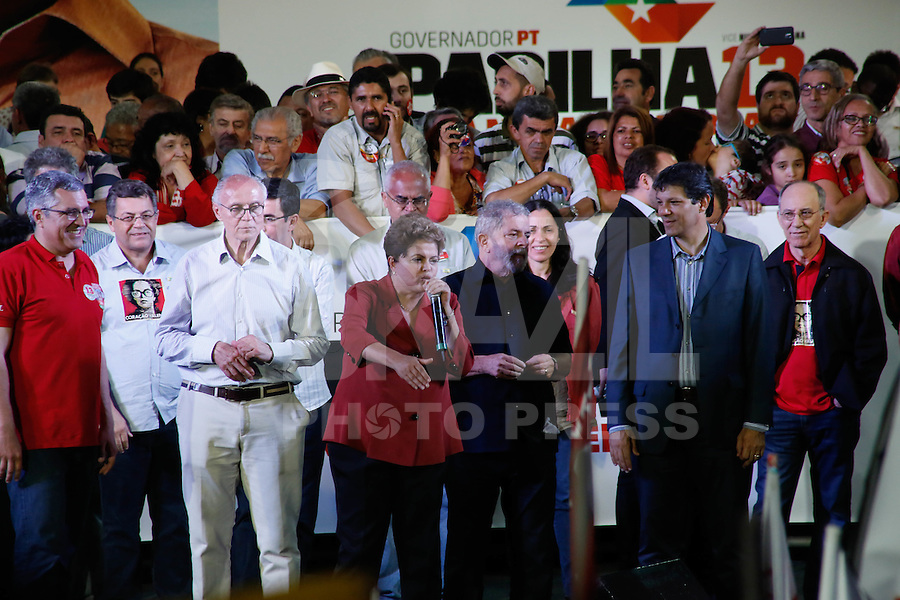 SAO PAULO, SP, 29.09.2014 - ELEICAO 2014 - DILMA ROUSSEFF. A presidente Dilma Rousseff, candidata à reeleição, participa de comício no Campo Limpo, em São Paulo (SP), na noite desta segunda-feira, 29. (Foto: Adriana Spaca/Brazil Photo Press)