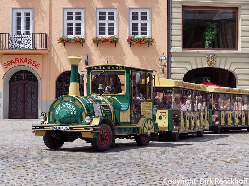 Touristenbahn am Markt, Quedlinburg, Sachsen-Anhalt, Deutschland, Europa<br /> tourist train at Markt sqare in Quedlinburg, Saxony-Anhalt, Germany, Europe, UNESCO World Heritage