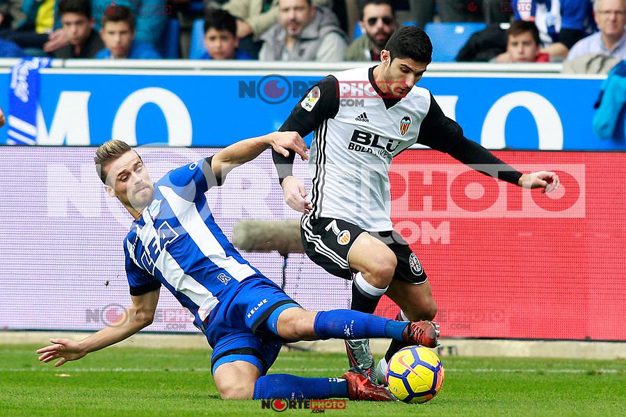 Deportivo Alaves' Christian Santos (l) and Valencia CF's Gonzalo Guedes during La Liga match. October 28,2017. (ALTERPHOTOS/Acero) /NortePhoto.com
