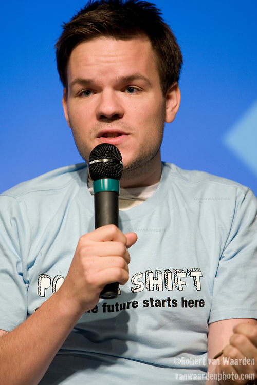 Casper ter Kuile inspires the crowd during the second day of the Powershift UK. The UKYCC PowerShift Conference, held on Oct. 9-12, brought together over 250 young people from across the United Kingdom and the world to discuss climate change. The conference taught them how to  organize, build a social movement and take creative and intelligent action to tackle the climate crisis. Institute of Education, London, United Kingdom (2009 ©Robert vanWaarden)