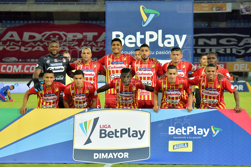 PEREIRA - COLOMBIA, 15-11-2020: Jugadores del Pereira posan para una foto previo al partido por la fecha 20 de la Liga BetPlay DIMAYOR 2020 entre Deportivo Pereira y Deportivo Pasto jugado en el estadio Hernan Ramirez Villegas en Pereira. / Players of Pereira pose to a photo prior match for the for the date 20 as part of BetPlay DIMAYOR League 2020 between Deportivo Pereira and Deportivo Pasto played at Hernan Ramirez Villegas stadium in Pereira city.  Photo: VizzorImage / Pablo Bohorquez / Cont