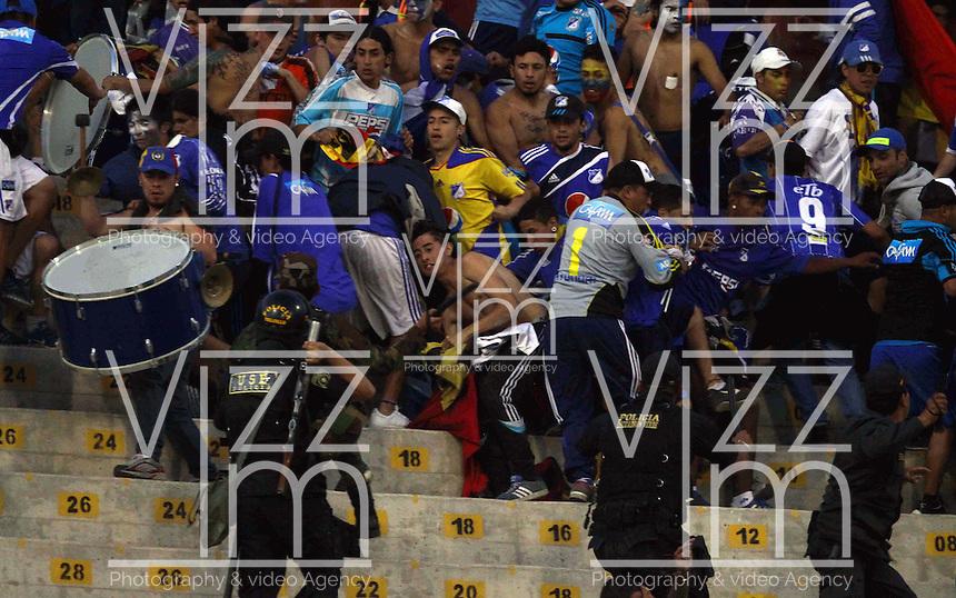 TRUJILLO- PERU - 28-08-2014: Hinchas de Millonarios de Colombia durante partido de vuelta entre Universidad Cesar Vallejo de Peru y Millonarios de Colombia de la primera  fase, llave 14 de la Copa Total Suramericana en el estadio Mansiche, de, de la ciudad de Trujillo.  / Fans of Millonarios of Colombia during a match of the second leg between Universidad Cesar Vallejo of Peru and Millonarios of Colombia for the first phase, key 14 of the Copa Total Suramericana in the Mansiche stadium in Trujillo city. Photos: Diario Libero / Photogamma / VizzorImage.