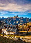 Italien, Suedtirol (Trentino - Alto Adige), Gadertal, oberhalb Wengen: alter Bergbauernhof mit Blick ueber den Weiler Tolpei mit der spaetgotischen Barbarakapelle (rechts), im Hintergrund die Puez-Geisler-Gruppe im Naturpark Puez-Geisler und dem Peitlerkofel | Italy, South Tyrol (Trentino - Alto Adige), Val Badia, above La Valle: old mountain farmhouse with view towards hamlet Tolpei with the chapel Saint Barbara (right), at background Puez-Geisler-Group at Puez-Geisler Nature Park (Parco naturale Puez Odle) and summit Sass Putia (right)