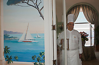 Europe/France/Provence-Alpes-Côte d'Azur/06/Alpes-Maritimes/Antibes:Hôtel Eden Roc - Arnaud Poëtte Chef du restaurant Eden Roc dans le hall du restaurant [Non destiné à un usage publicitaire - Not intended for an advertising use]