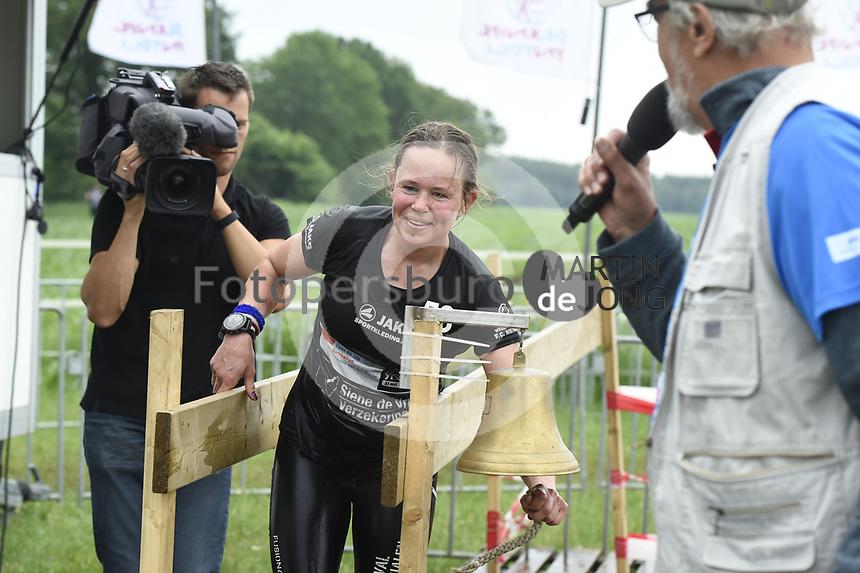 DUURSPORT: DE KNIPE: 03-06-2018, Survival, winnares bij de dames Lenneke van der Heide (Heerenveen), ©foto Martin de Jong