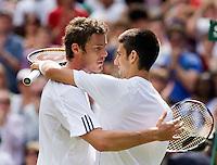 25-6-08, England, Wimbledon, Tennis, Diokovic congratulates Safin with his victory